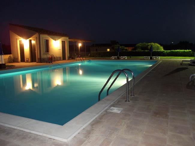 Progettezzione piscine caltanissetta realizzazione for Piscina roses