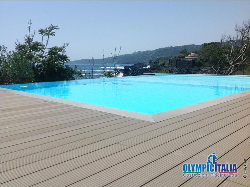 Costruzione piscina bordo sfioro infinity sicilia - Strisce led per bordo piscina ...