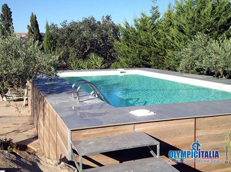 Costruzione piscina autoportante con struttura in pannelli for Piscina autoportante