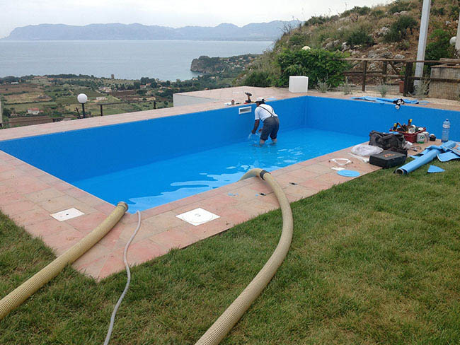 Costruzione vendita piscine catania piscina bordo sfioro e sfioro infinity a cascata - Bordo piscina prezzi ...
