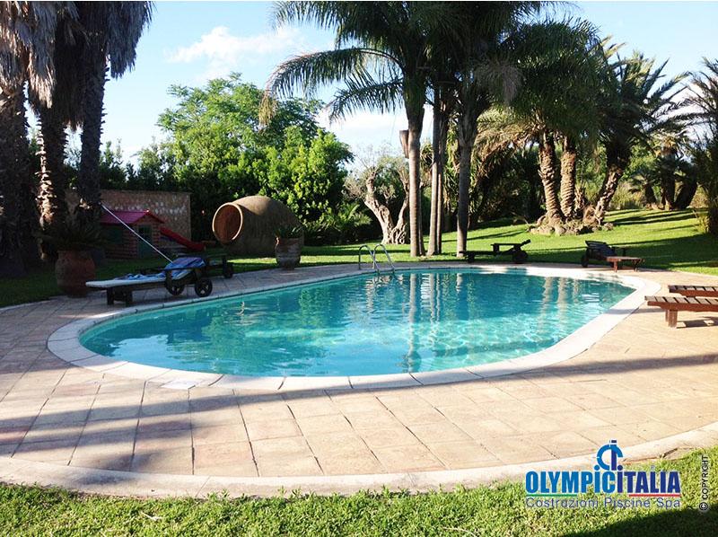 Ristrutturazione piscina interrata sostituzione liner pvc a sacco con liner pvc armato saldato - Hotel con piscina catania ...
