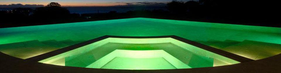 piscina_con_appendice_minipiscina_notte.jpg